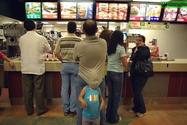 Intre timp la McDonalds imagini haioase