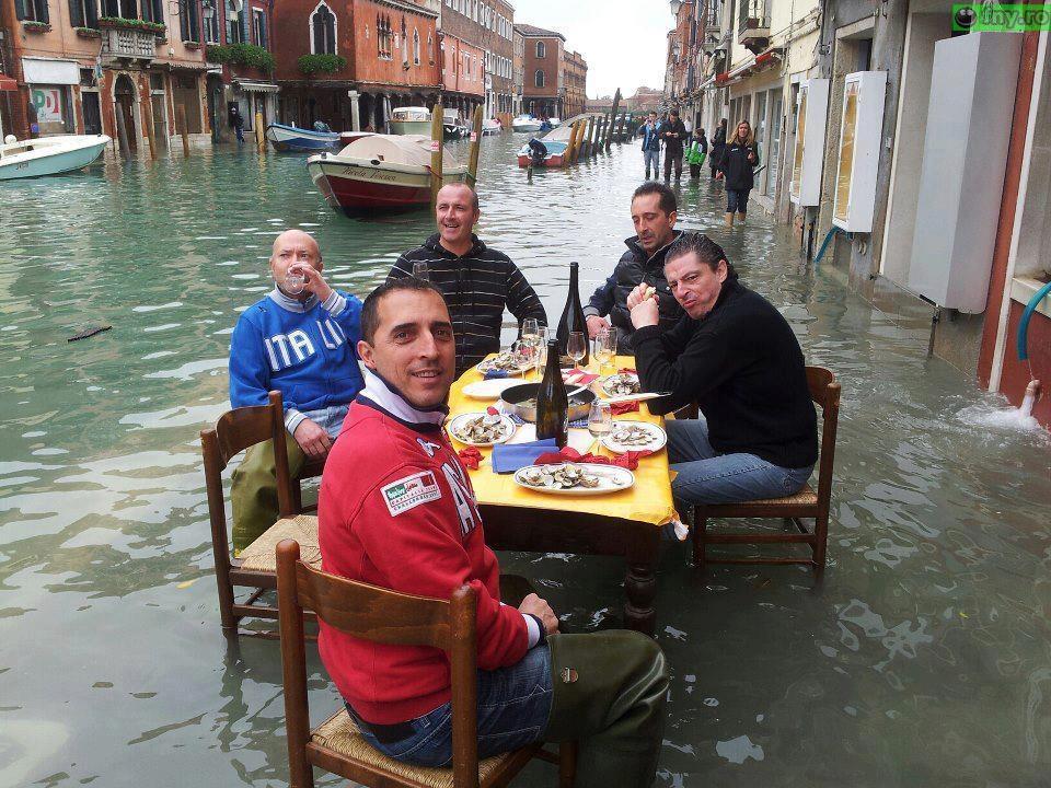 Pe terasa in Venezia imagini haioase