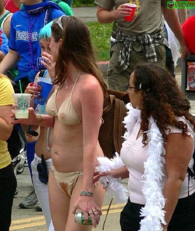 Costum de baie gol imagini haioase